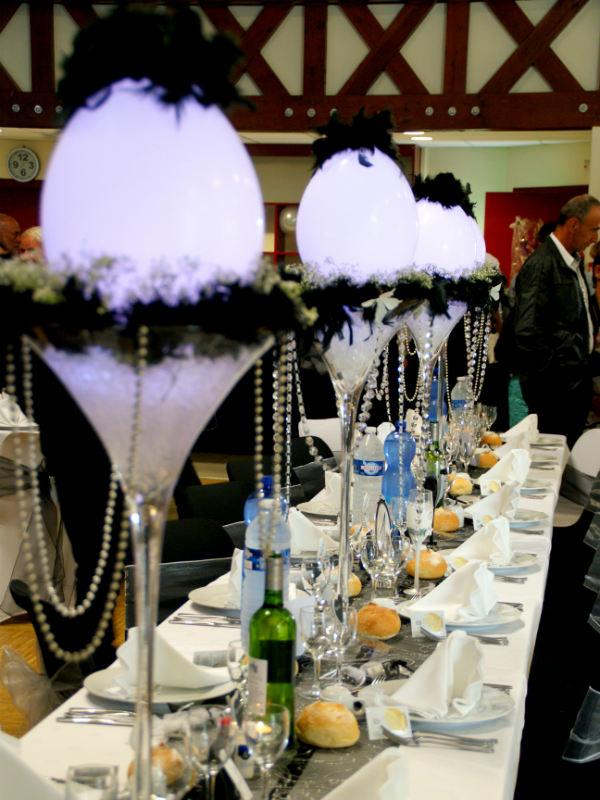 Noir et blanc pour un mariage saint thuriau dekoratys for Centre de table lumineux